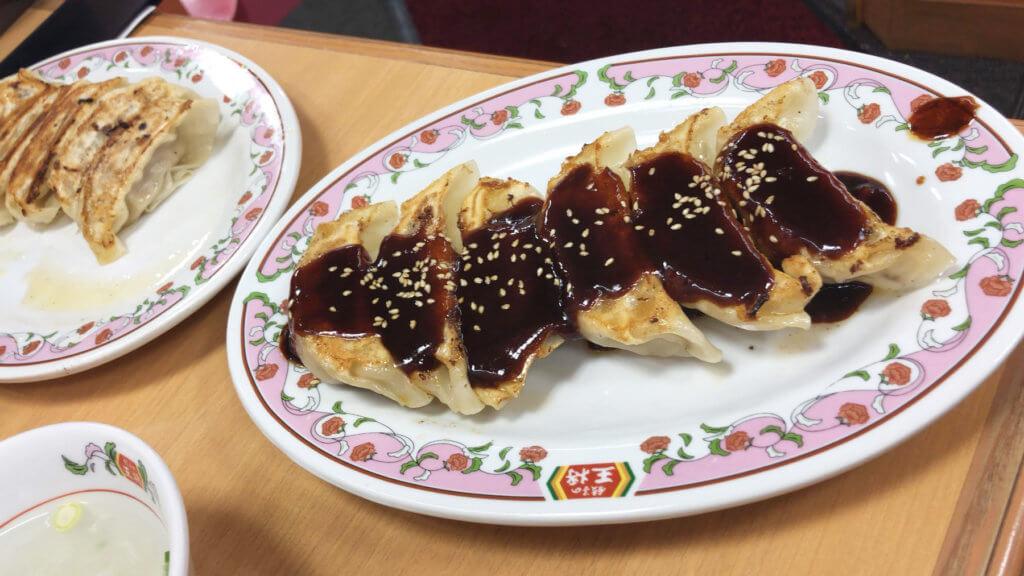 普通の餃子に味噌ダレがついただけで名古屋感ある
