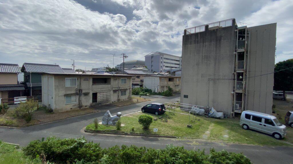 鹿谷から広沢にかけて、車でまず行かない場所には住宅街があった。