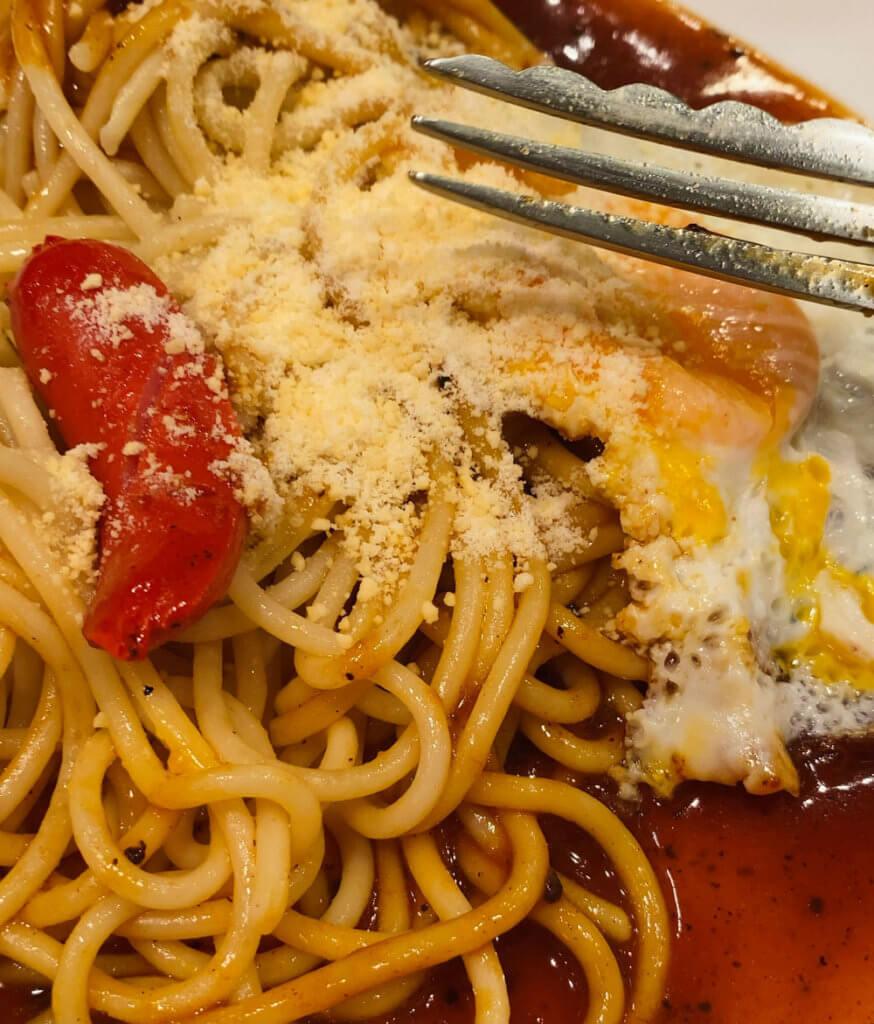 餡に粉チーズをからめると丁度いい塩梅になる。チーズはカルシウムをとれるからストレス緩和になるぞ!