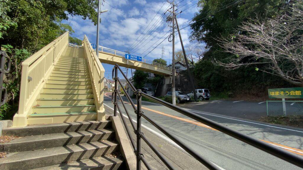 いつも誰が使うのだろうと謎だった歩道橋|冨塚
