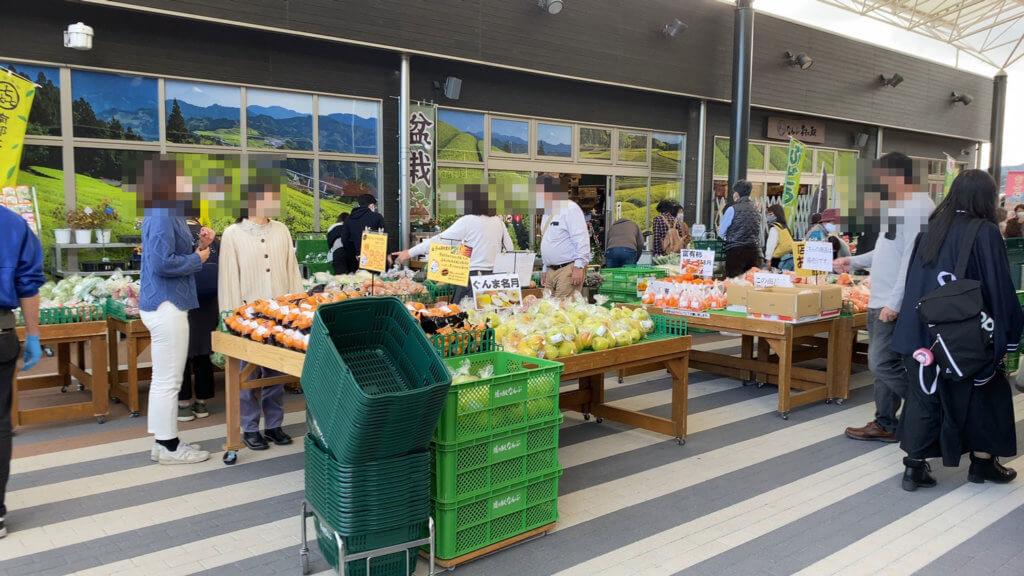 「道の駅 なんぶ」の野菜市。値段はふつう