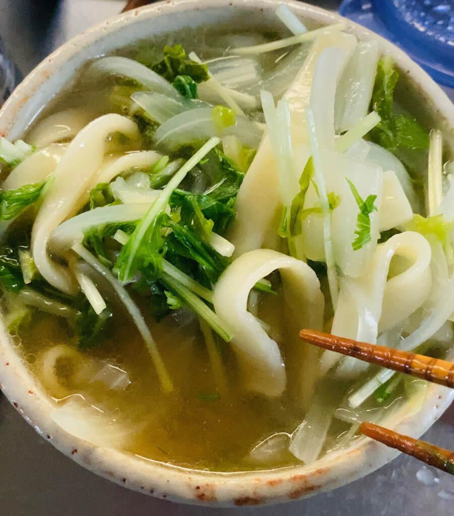麺と具材の煮込みは完璧だが、スープが薄いぜ!